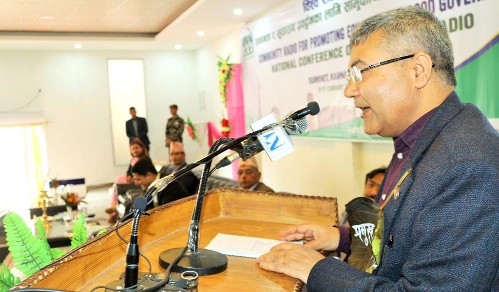 आठौँ विश्व रेडियो दिवसका अवसरमा सुर्खेतको वीरेन्द्रनगरमा आयोजित सामुदायिक रेडियो सम्मेलनलाई सम्बोधन गर्दै सञ्चार तथा सूचना प्रविधि मन्त्री गोकुल बास्कोटा ।
